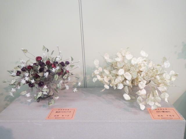 コバンソウとバラ.JPG