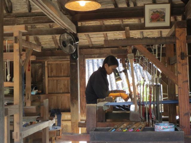 琉球村・機織り.JPG