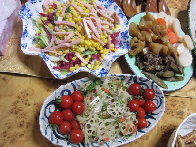1・サラダと煮物.JPG