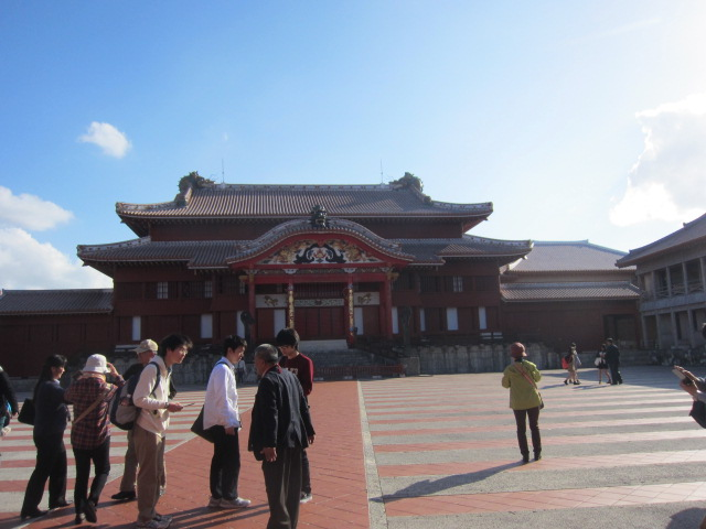 3・首里城正殿と庭.JPG